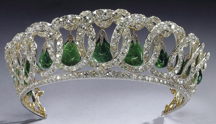 Как Владимирская тиара оказалась у королевы Великобритании