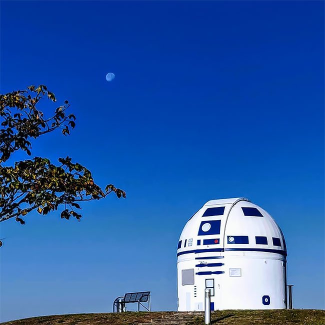 Профессор превратил обсерваторию в R2-D2