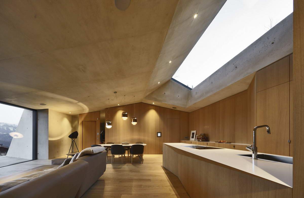 Дом внутри холма в Италии
