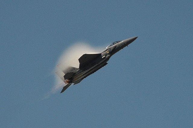 Сингулярность Прандтля-Глоерта - воротничок на реактивном самолете