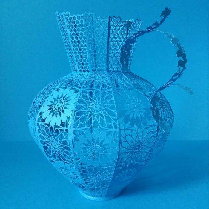 20 разных художников создали изделия из одноцветной бумаги