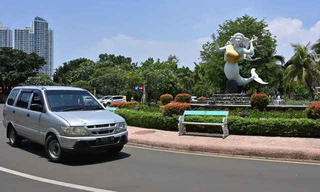 В индонезийском парке скульптурам русалок прикрыли грудь