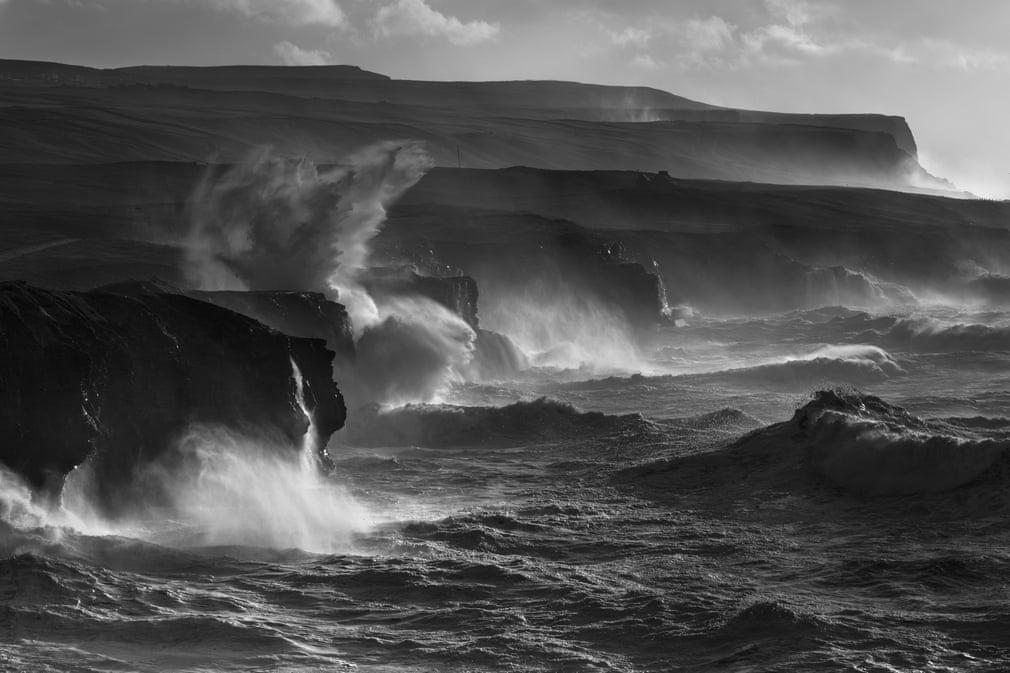 Волны и серферы 2019 в фотографиях финалистов премии Nikon