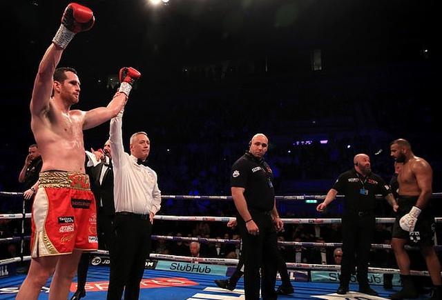Британский боксер Кэш Али укусил Дэвида Прайса во время боя