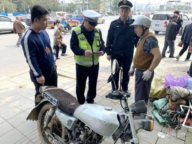 Китайцу было лень сдавать на права и он просто накалякал их