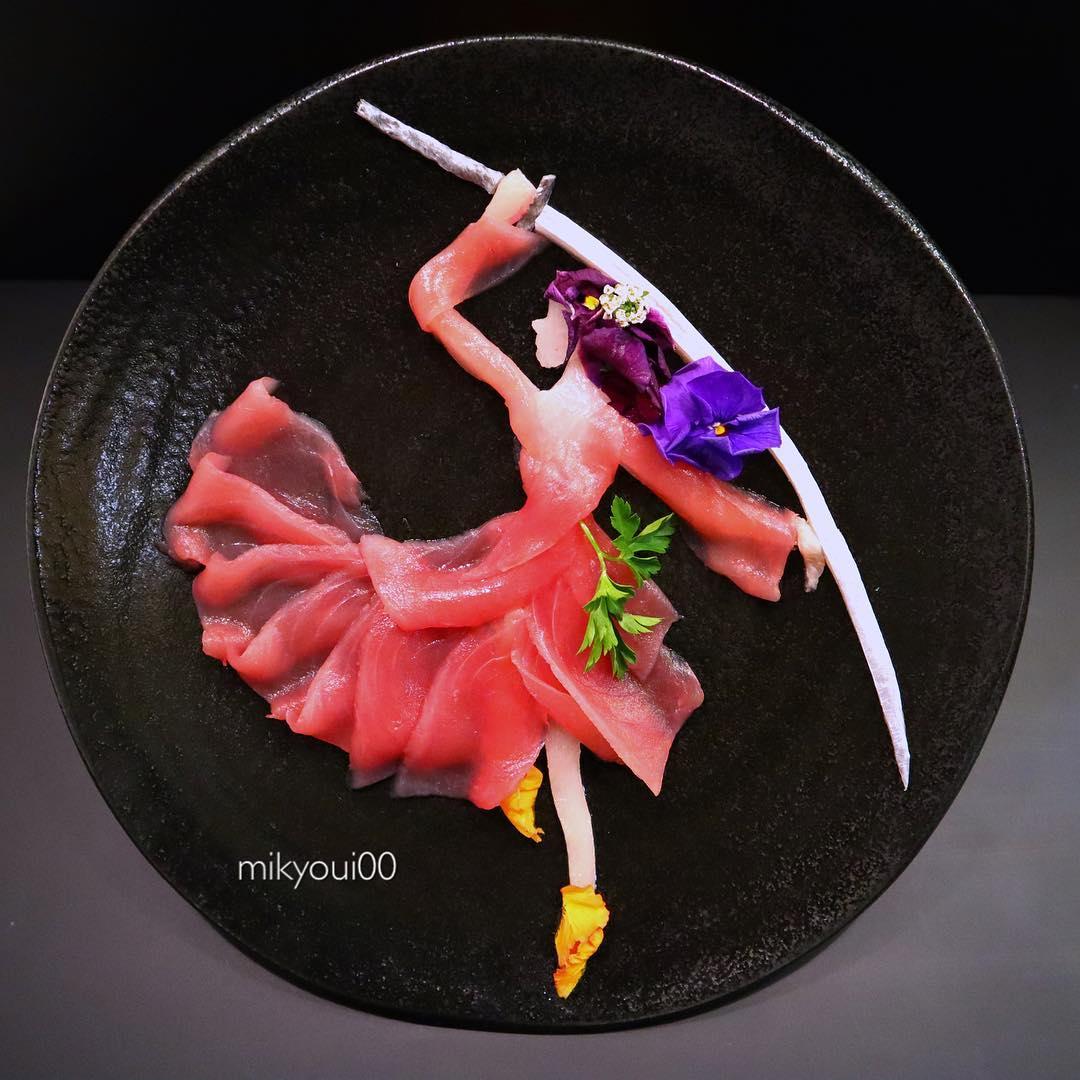 Кулинар создает удивительные картины из рыбы