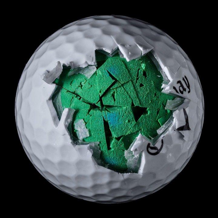 Внутренняя сторона мячей для гольфа на снимках