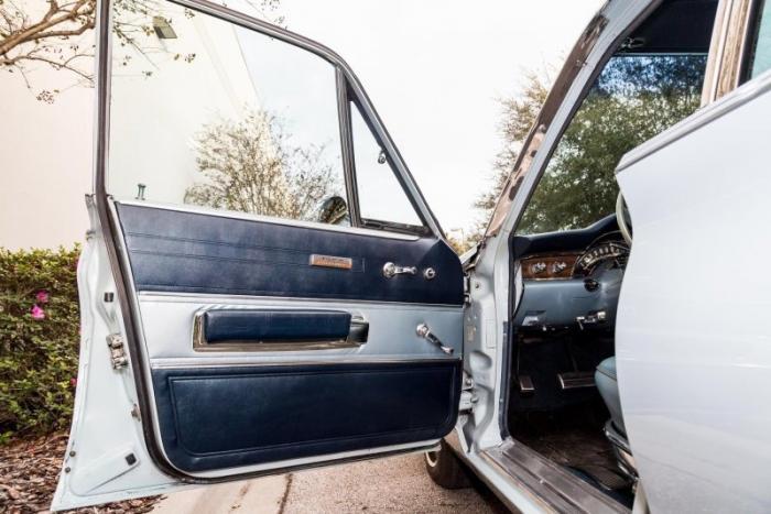 Классический универсал Chrysler Town and Country 1966