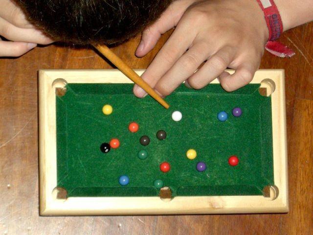 Самые необычные способы поиграть в бильярд
