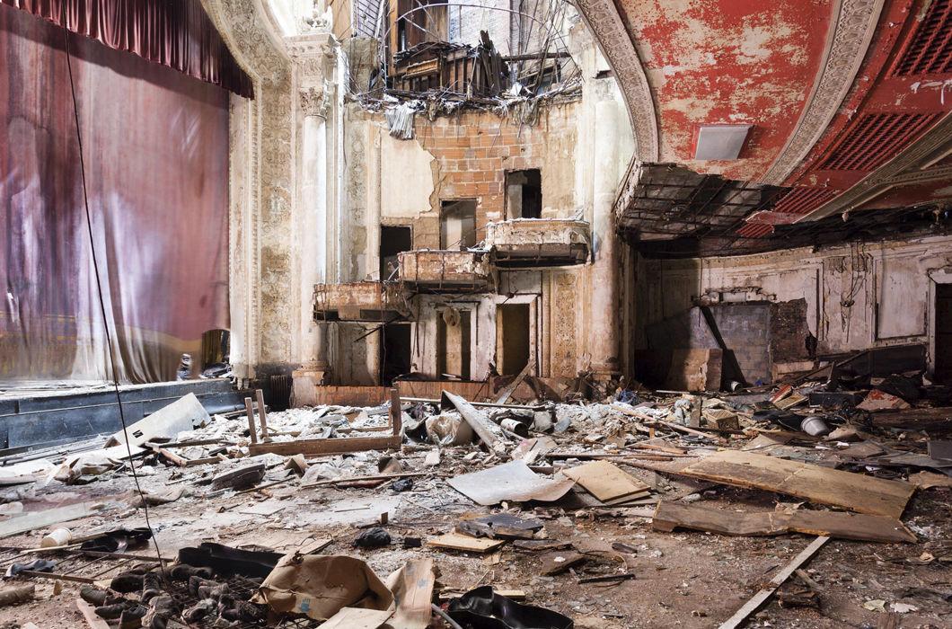 Заброшенные кинотеатры США в серии снимков