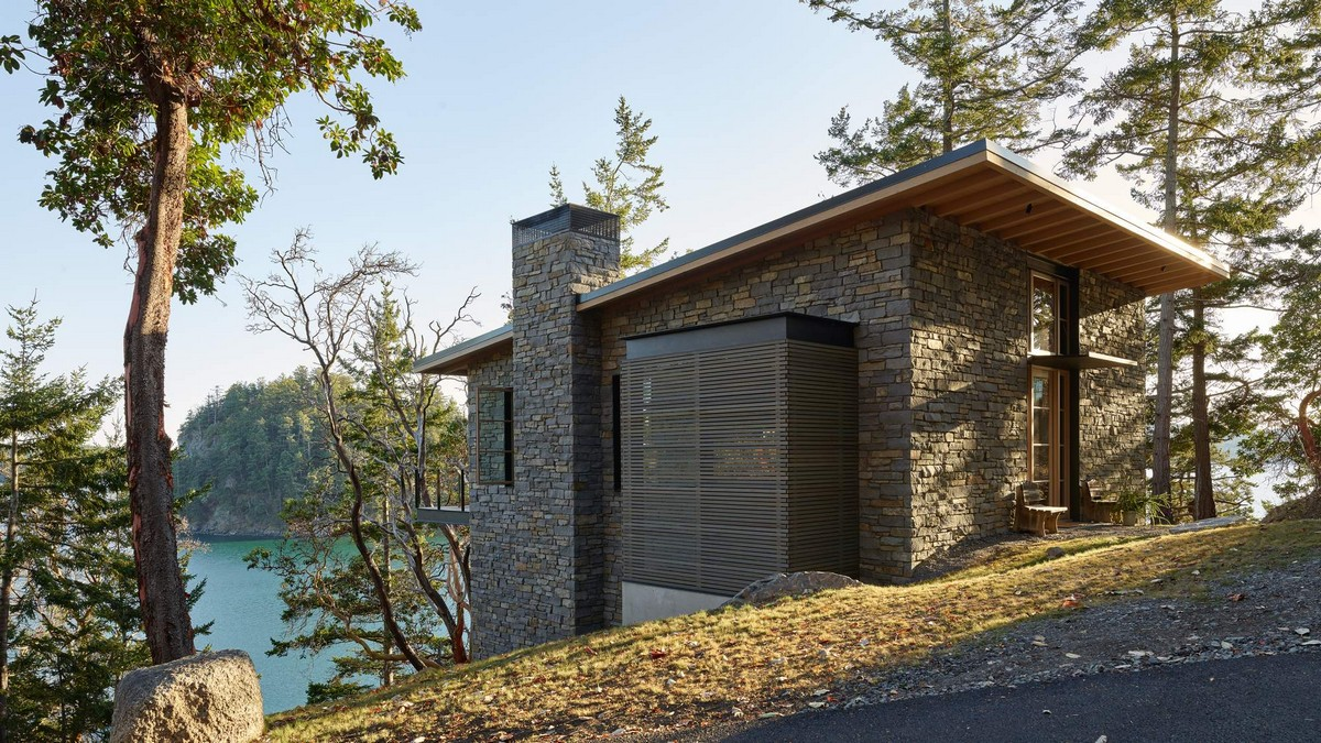 Два каменных дома в горах США