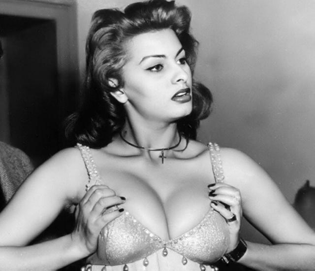 Подборка архивных снимков знаменитых женщин