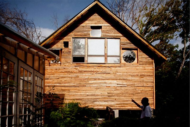 Дома из подручных материалов