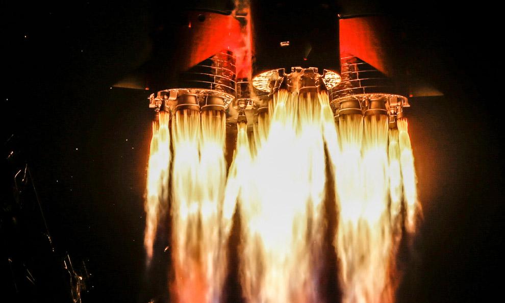 Űrhajó elindul a lencsében
