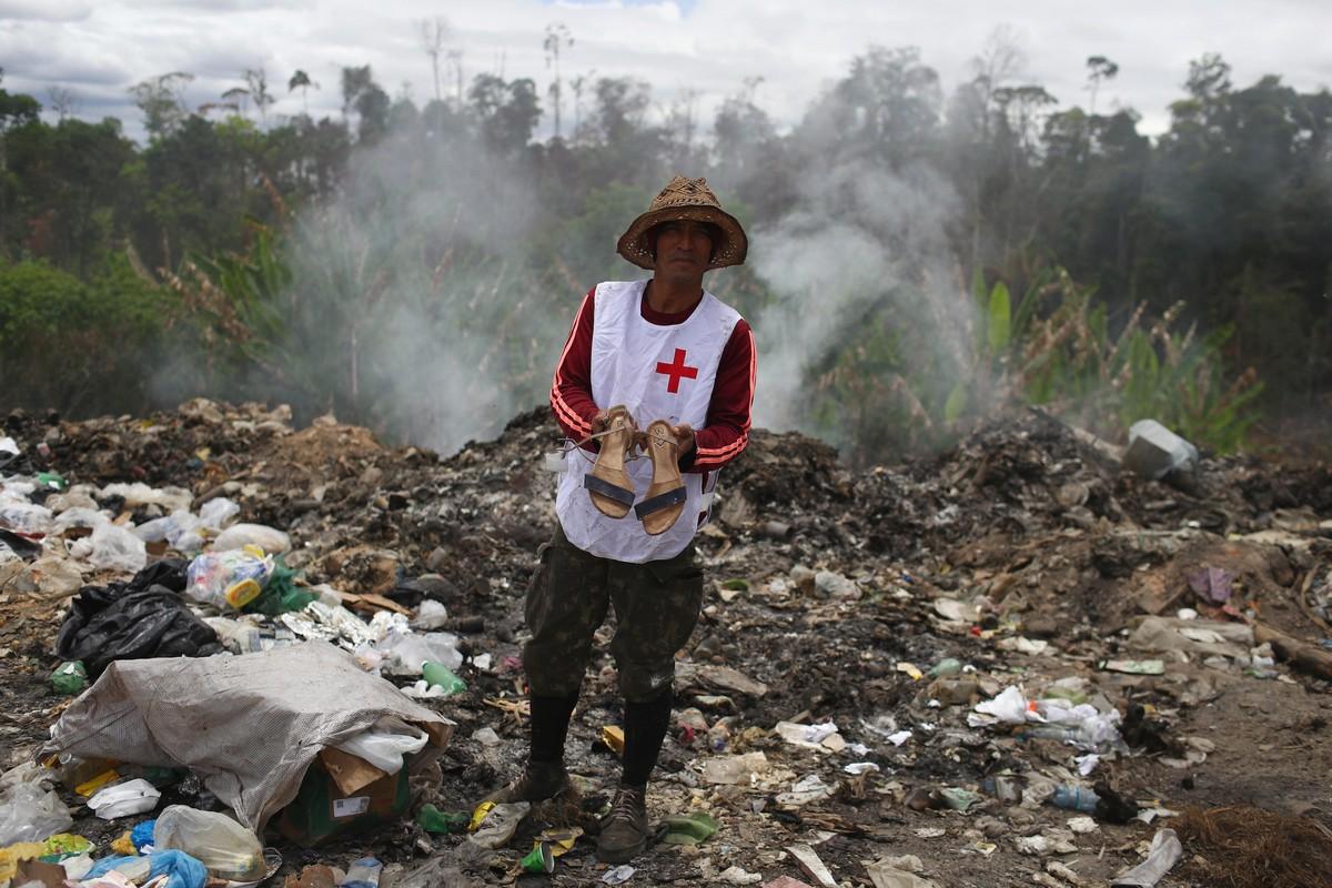 Венесуэльские мигранты соперничают со стервятниками на бразильской свалке
