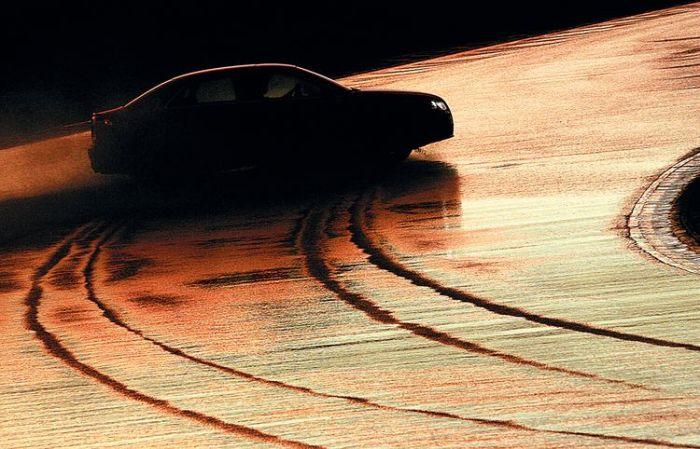 Что автомобилисту стоит знать о езде в поворотах