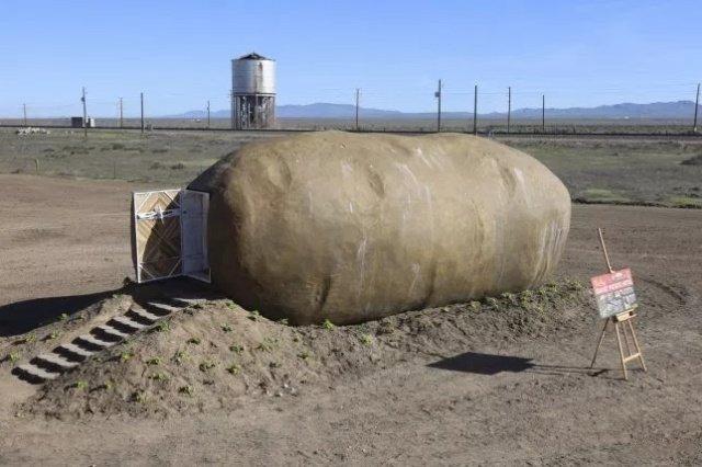 Отель в виде огромной картошки