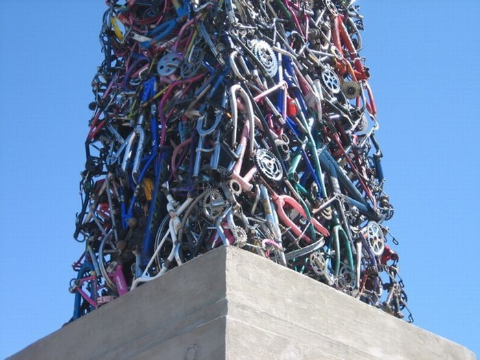 Памятник велосипеду в Северной Калифорнии