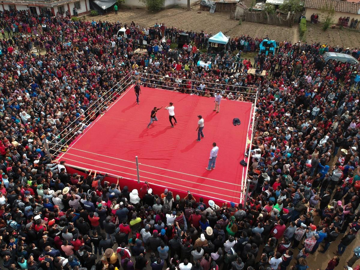 Традиционные бои в Страстную Пятницу в Гватемале