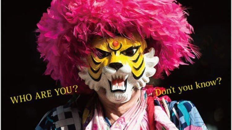 Разносчик газет вот уже 45 лет скрывается под маской тигра