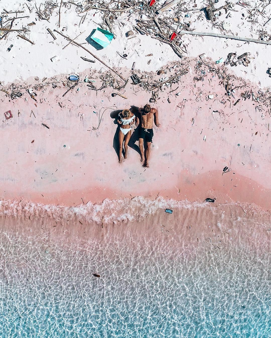 Всего за год знаменитый пляж с розовым песком изменился до неузнаваемости