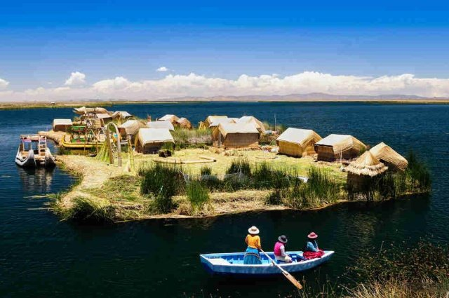 Плавучие острова Урос на озере Титикака