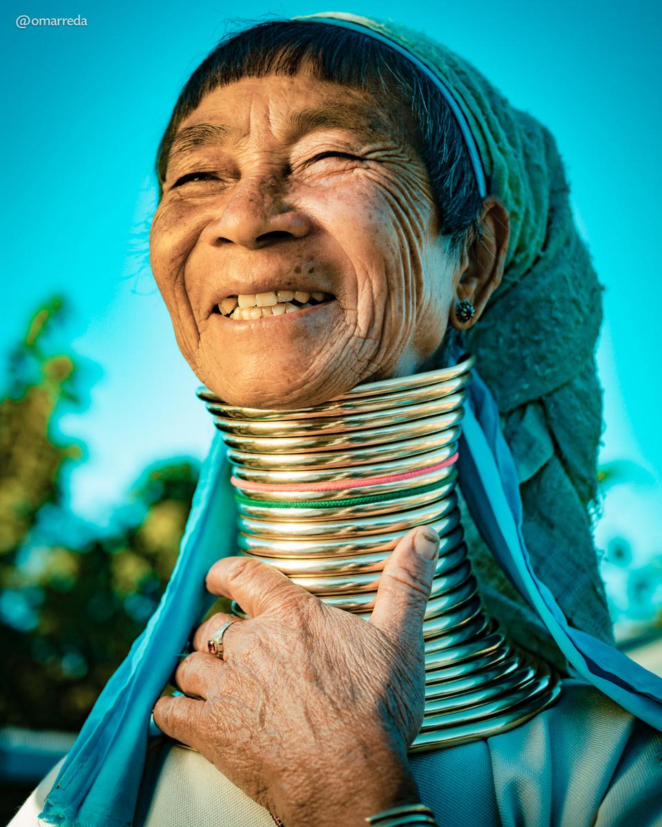 Женщины с длинными шеями из племени каян