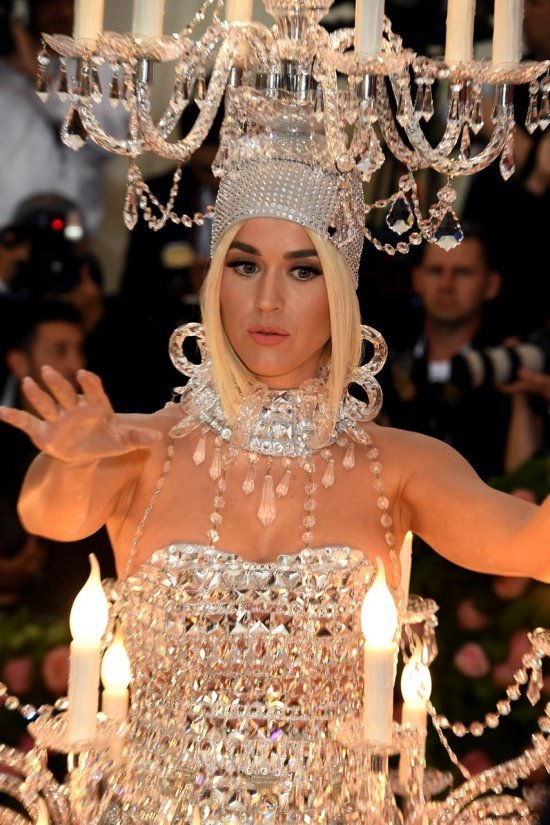 Кэти Перри появилась на Met Gala 2019 в наряде люстры