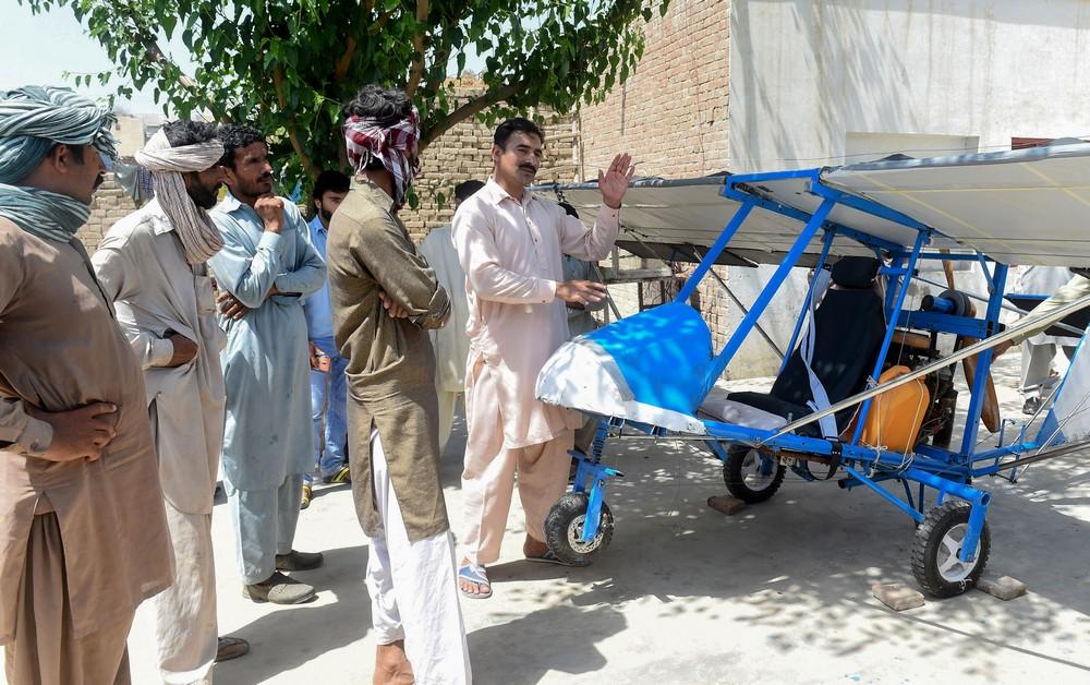 Пакистанский продавец попкорна построил себе самолет
