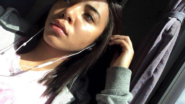 18-летняя школьница не стесняется, что снимается в фильмах для взрослых