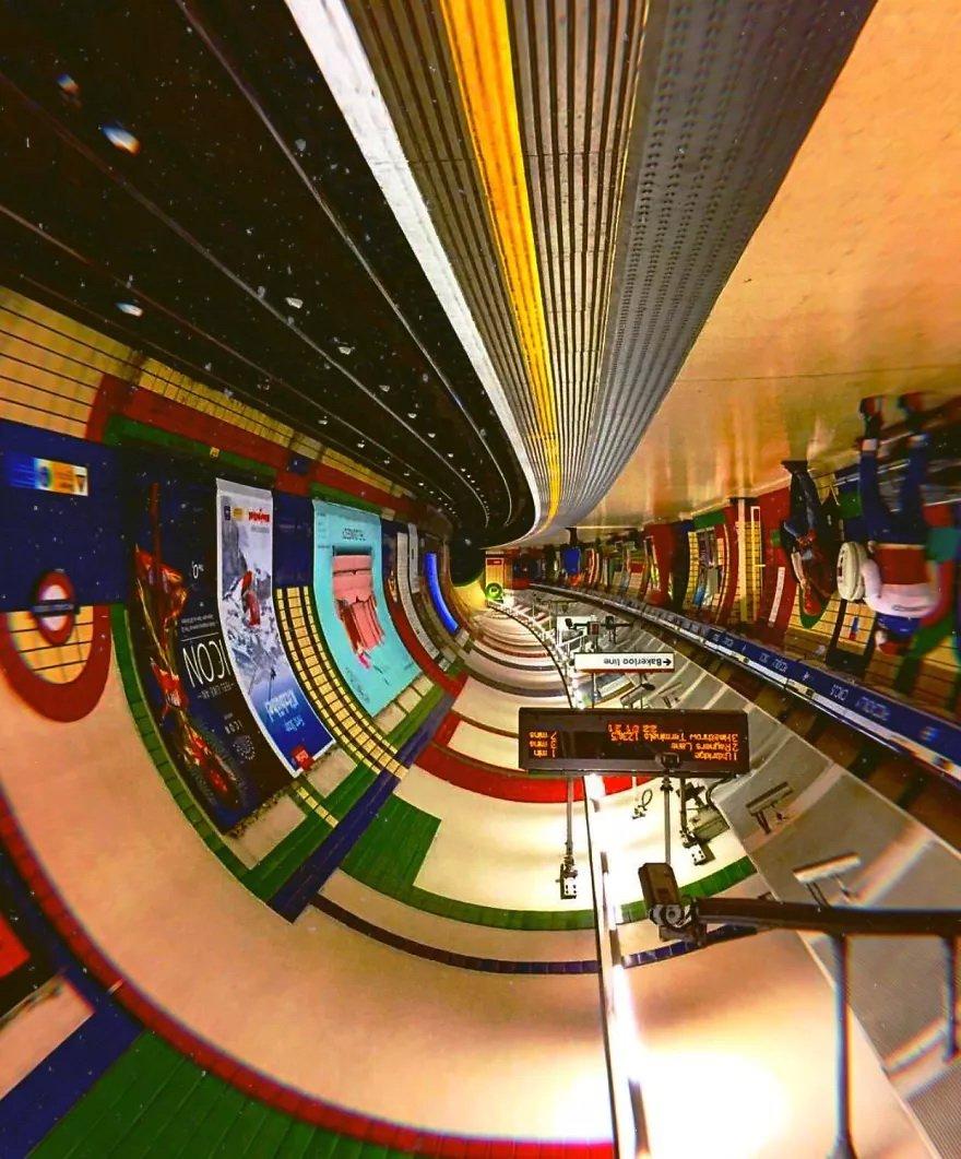 Перевёрнутые станции метро похожи на космические корабли