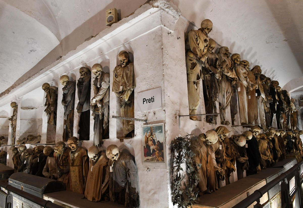 Жуткий музей - катакомбы с мертвыми в Палермо