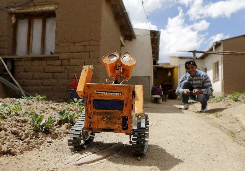 Студент из Боливии создал копию робота Валл-И