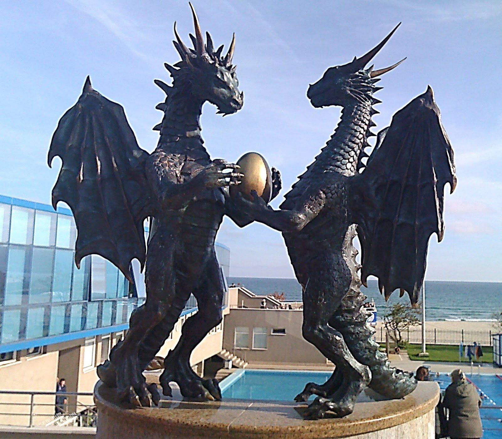 Удивительные скульптуры драконов со всего мира