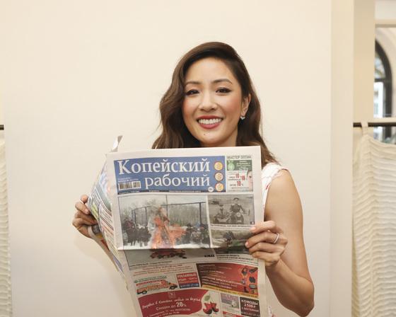Голливудские звёзды продолжают читать газету Копейский рабочий