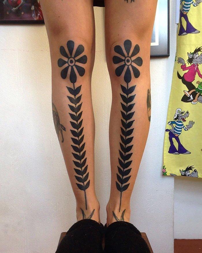 Креативные татуировки на ногах