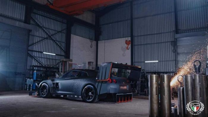 Необычный Nissan GT-R с огромными антикрыльями