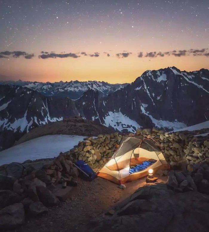 Прозрачные палатки позволяют полностью слиться с природой