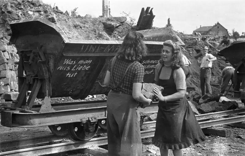 Трюммерфрау - женщины, которые расчищали руины послевоенной Германии