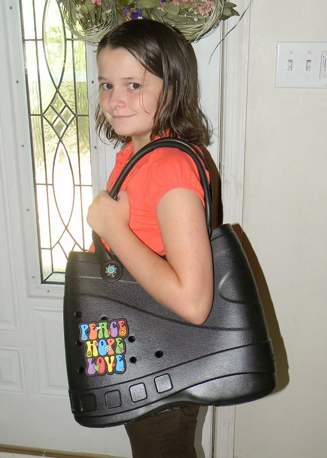 Новый модный аксессуар - сумки-кроксы