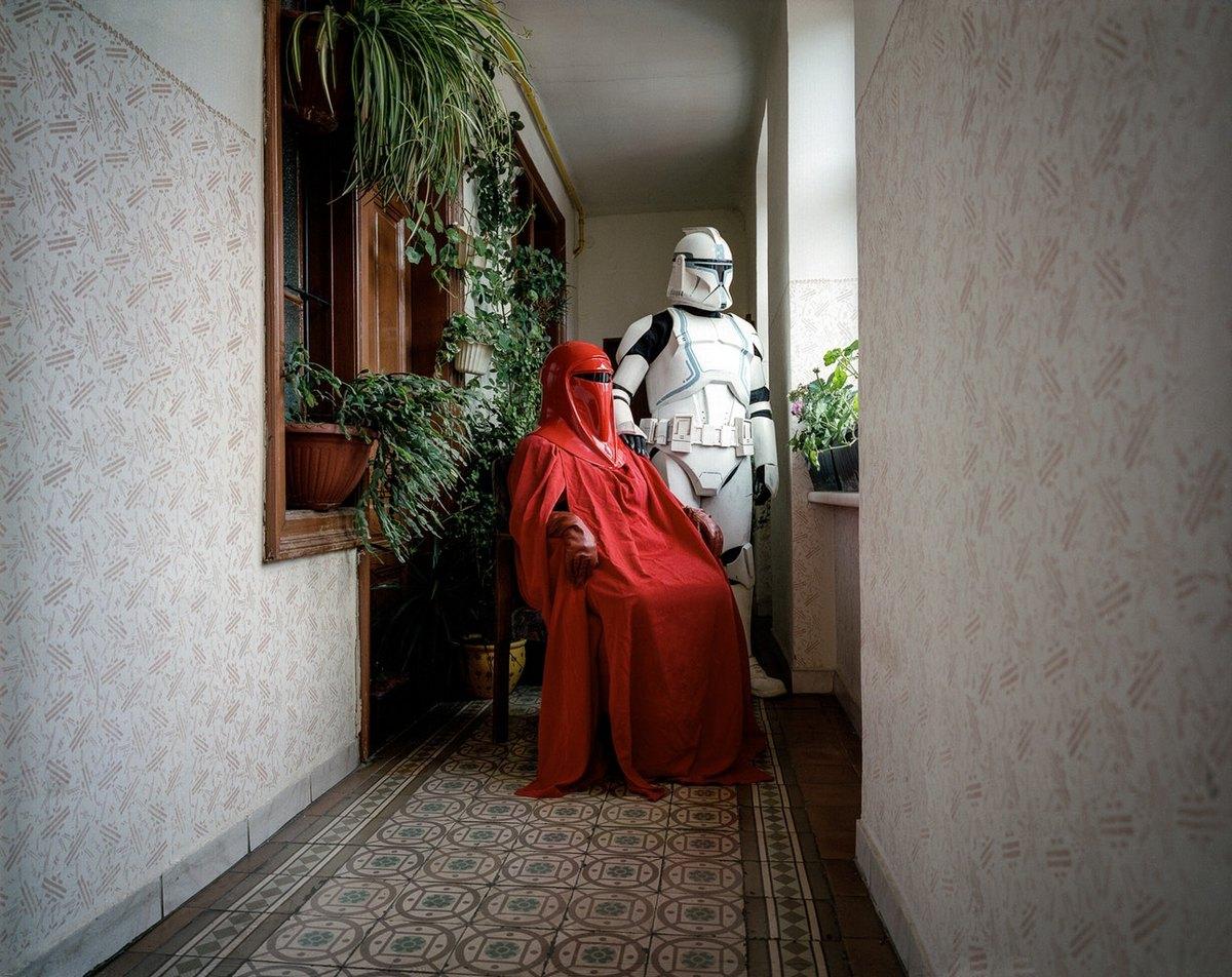 Фотокнига о людях, которые любят странные костюмы