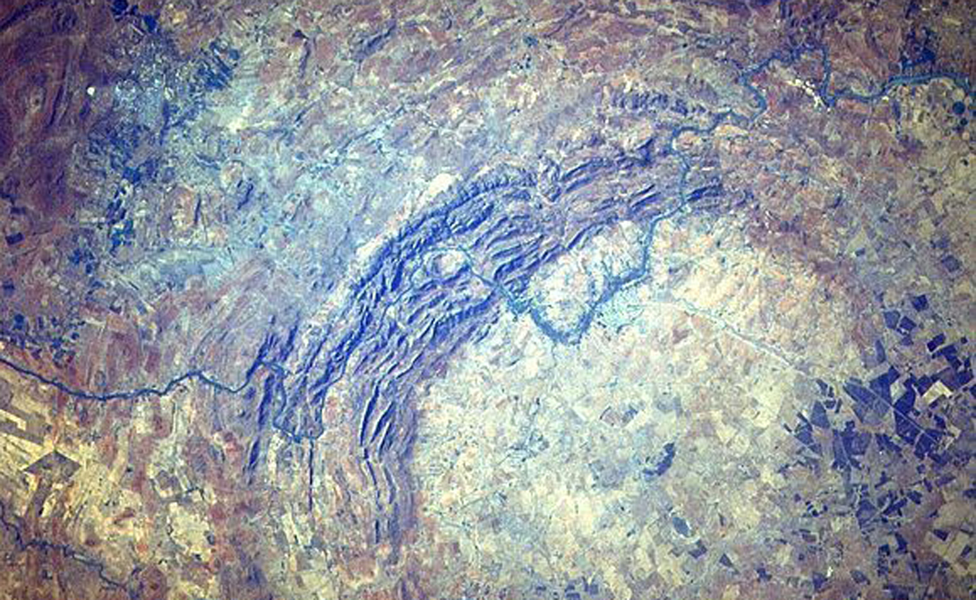 Гигантские кратеры и воронки на Земле
