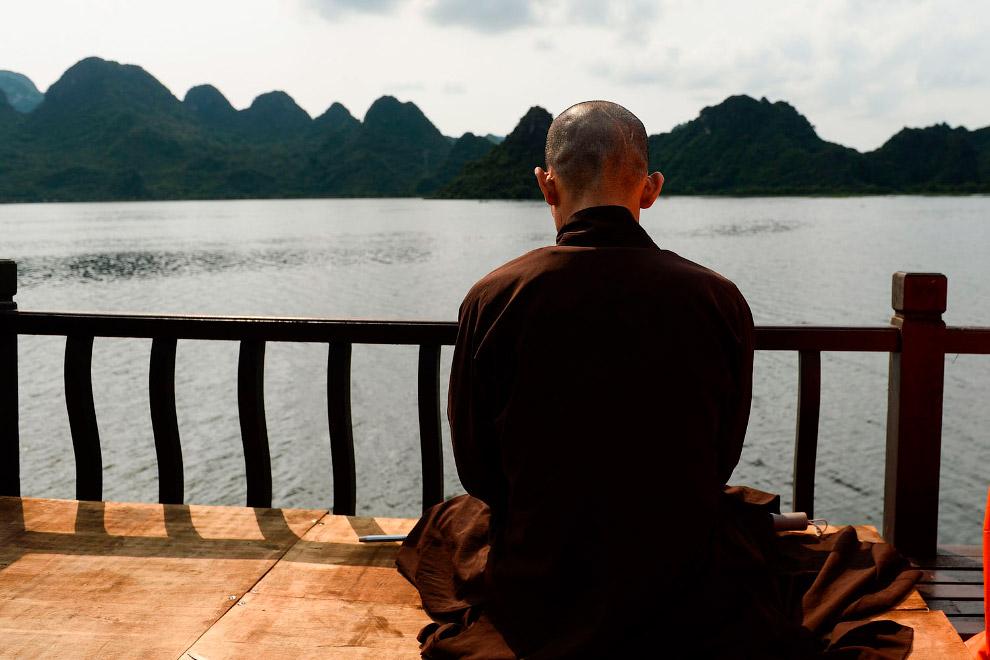 Красочный буддийский праздник Весак