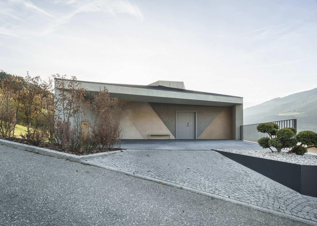 Пятиугольный загородный дом в Италии