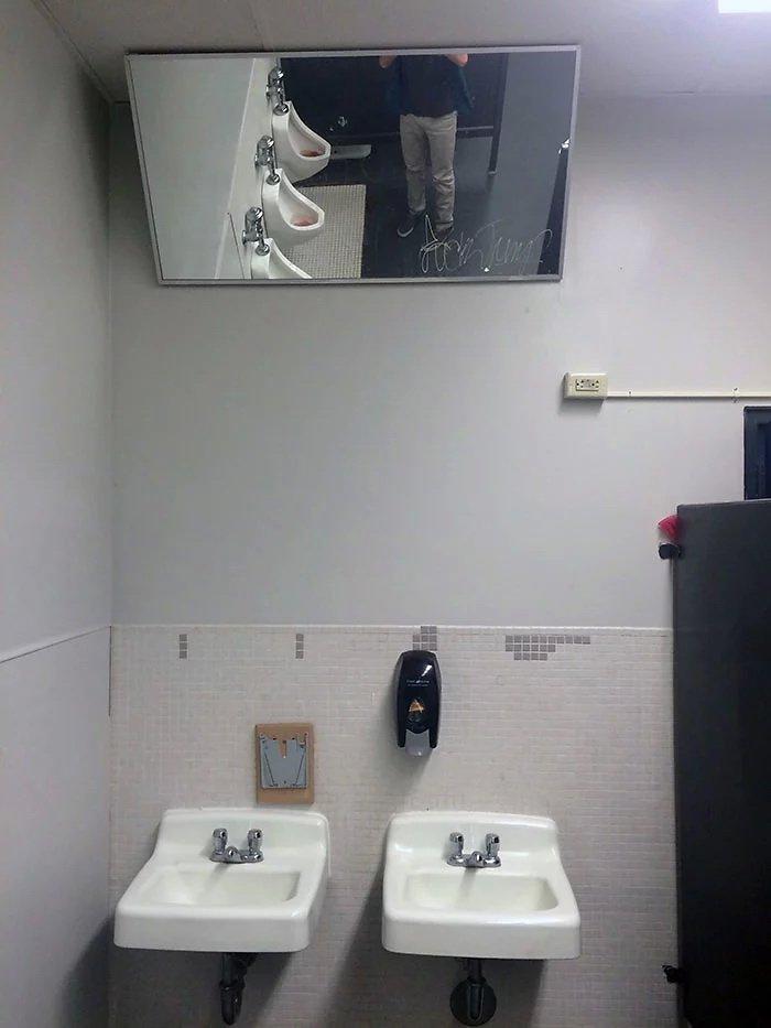 Когда зеркало в ванной умеет развеселить