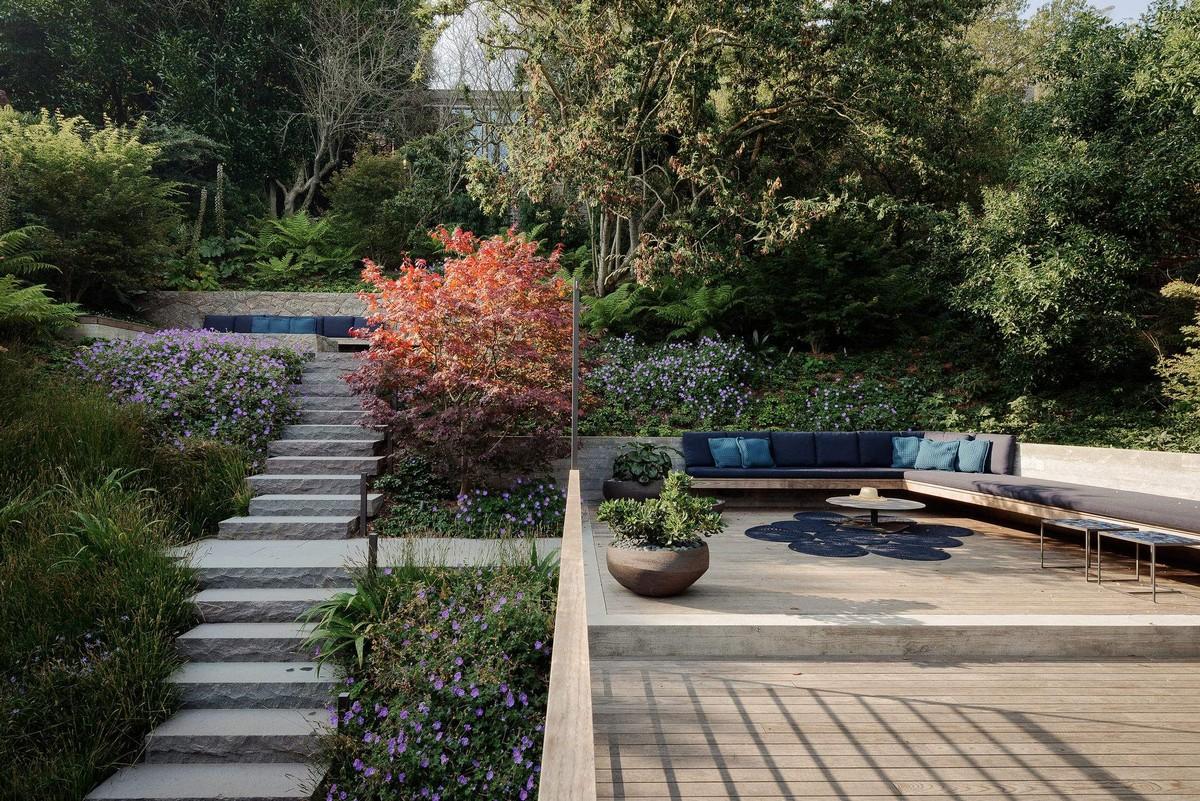 Частный дом в окружении многоуровневого сада в Сан-Франциско
