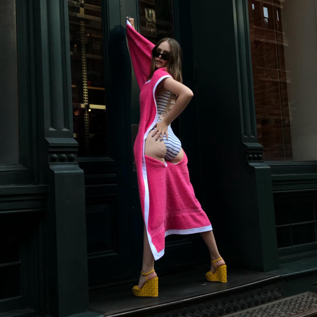 Дизайнер из Нью-Йорка объединила пляжное полотенце и купальник