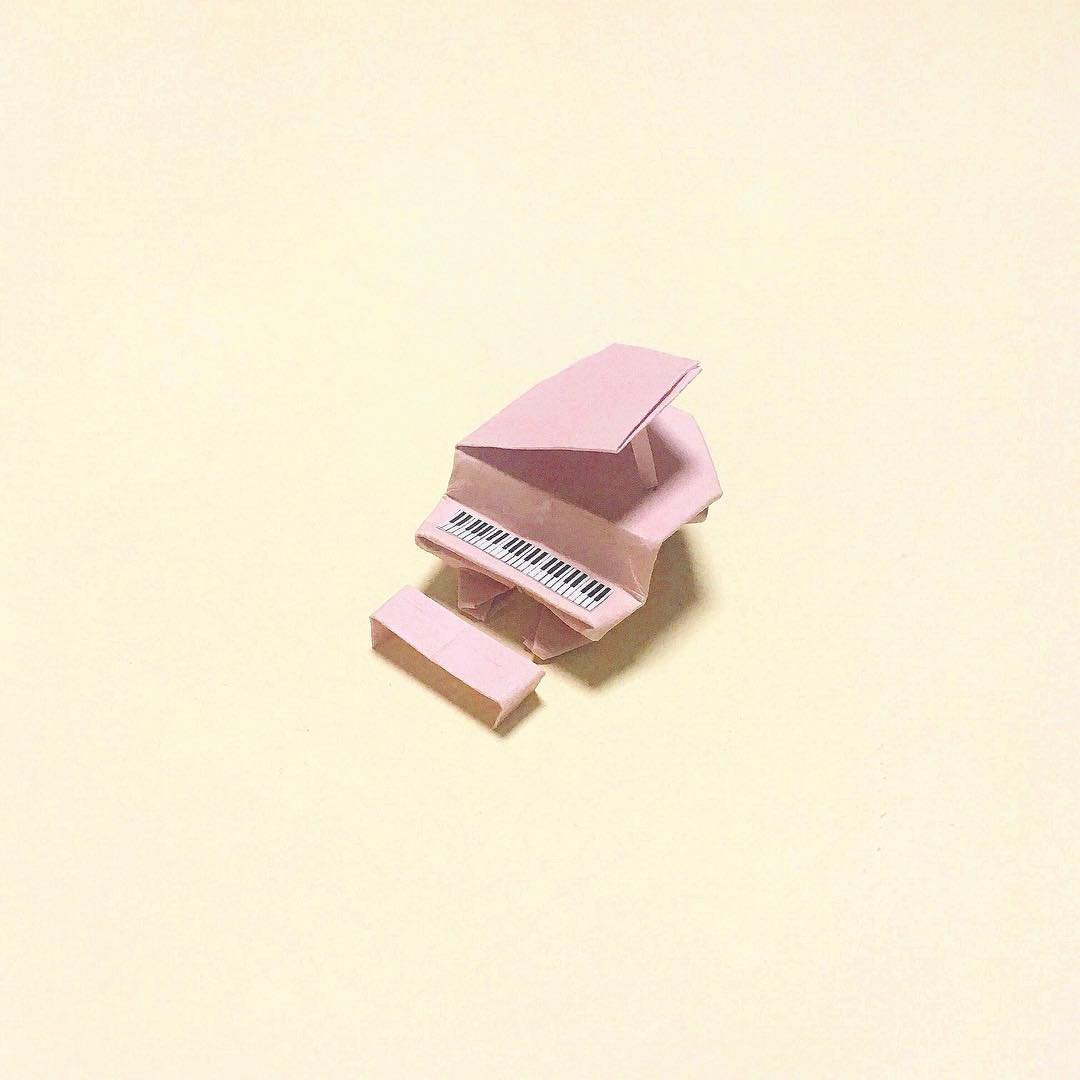 Миниатюрные оригами скульптуры в виде повседневных вещей