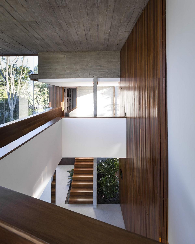 Стильная резиденция с видом на озеро в Бразилии