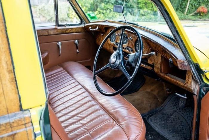 Уникальный ретро-пикап на базе Bentley продадут с аукциона